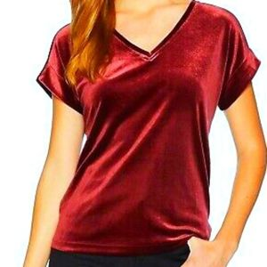 NC Red Velvet Vneck short sleeve holiday top 24F